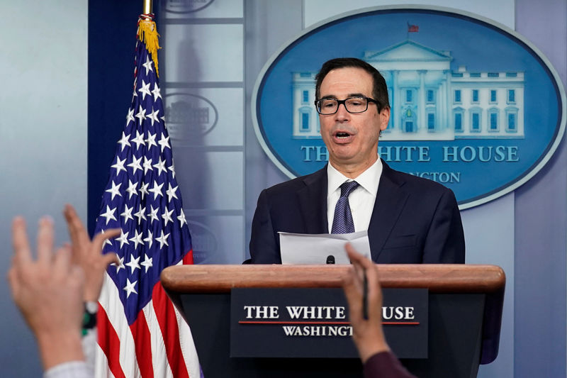 © Reuters. Treasury Secretary Steve Mnuchin speaks at a news briefing