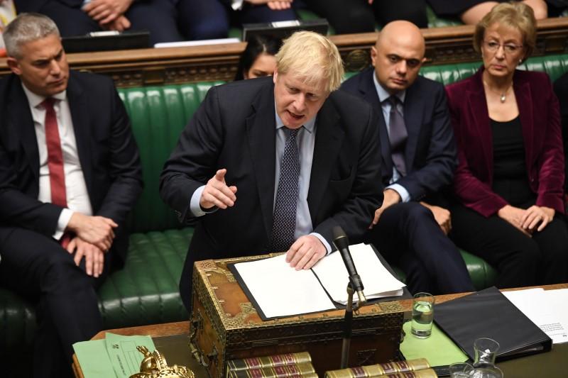 Le vote sur le Brexit ajourné, Johnson exclut tout report Par Reuters