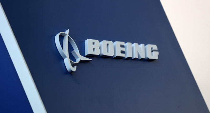 © Reuters. The Boeing logo is pictured at the LABACE fair in Sao Paulo
