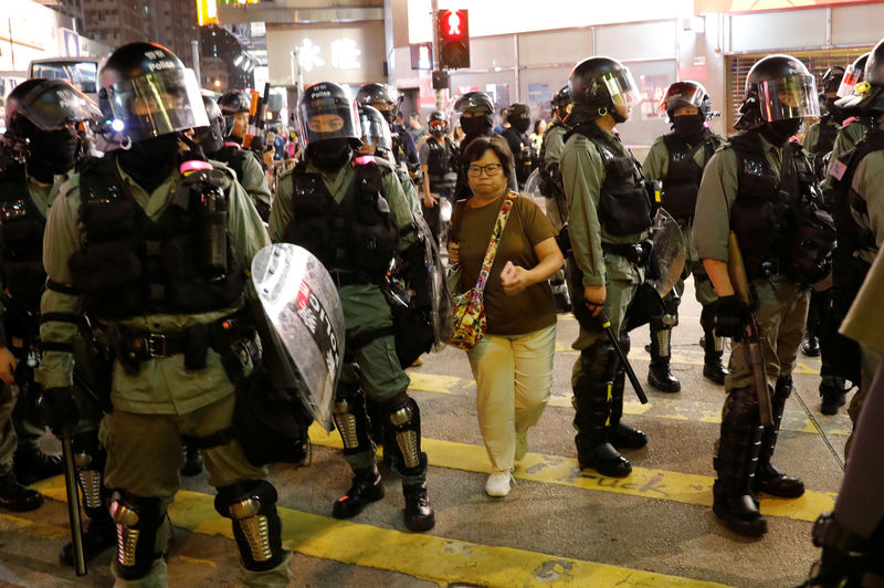 Hong Kong riot police teargas, chase protesters, residents jeer officers