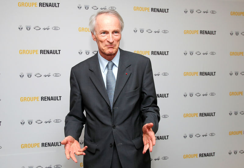 Renault chairman can 'never say never' on Fiat but deal not on table B