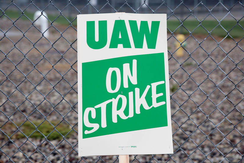 Former UAW official pleads guilty to federal charges By Reuters