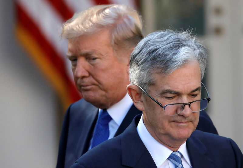 © Reuters. FILE PHOTO: U.S. President Donald Trump looks on as Jerome Powell, his nominee to become chairman of the U.S. Federal Reserve moves to the podium at the White House in Washington