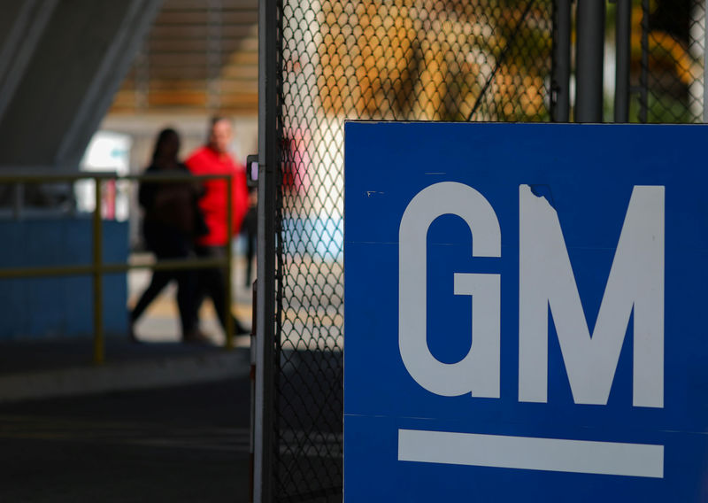 © Reuters. The GM logo is seen at the General Motors plant in Sao Jose dos Campos