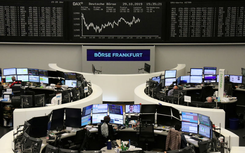 European shares inch higher as financials rise