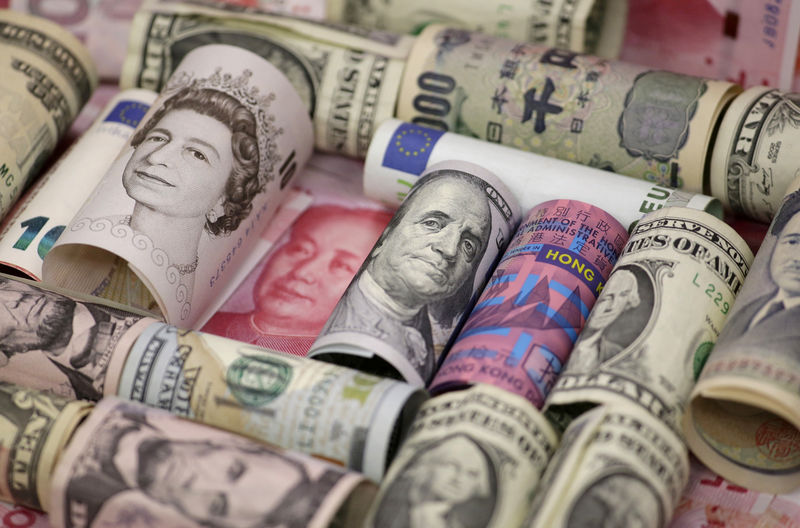 © Reuters. Euro, Hong Kong dollar, U.S. dollar, Japanese yen, British pound and Chinese 100-yuan banknotes are seen in a picture illustration