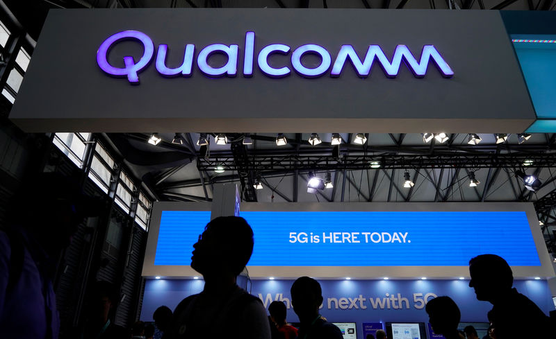 © Reuters. FILE PHOTO: A Qualcomm sign is pictured at Mobile World Congress (MWC) in Shanghai
