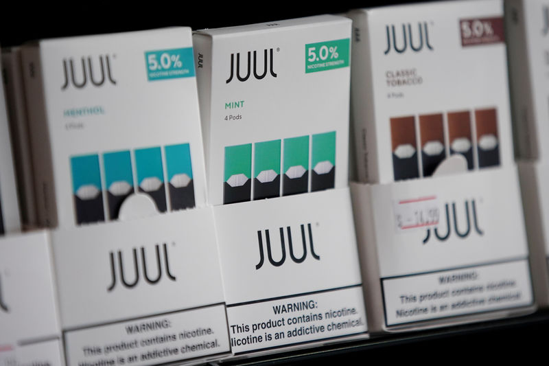 © Reuters. FILE PHOTO: Juul brand vape cartridges are pictured for sale at a shop in Atlanta