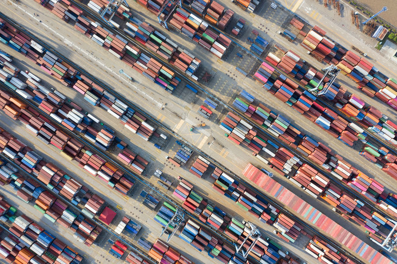 © Reuters. FILE PHOTO: Containers are seen at a port in Ningbo, Zhejiang