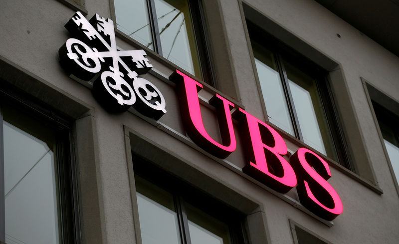 © Reuters. FILE PHOTO: Logo of Swiss bank UBS is seen at an office building in Zurich