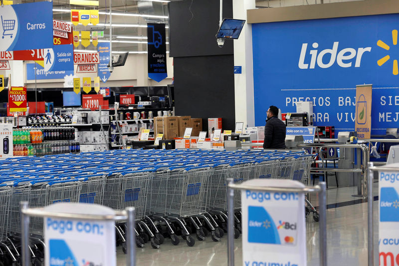 © Reuters. FILE PHOTO: The supermarket Lider of the retailer Walmart is seen in Santiago