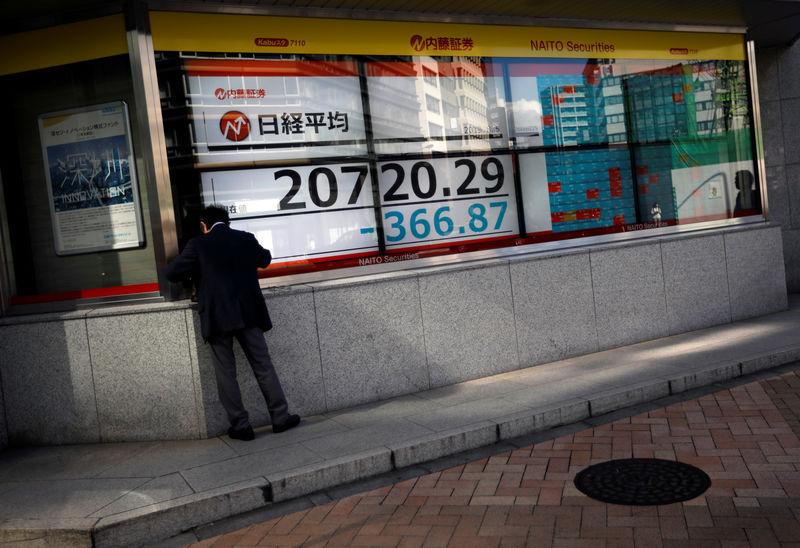 © Reuters. نيكي يهبط 0.50 في المئة في بداية التعامل بطوكيو