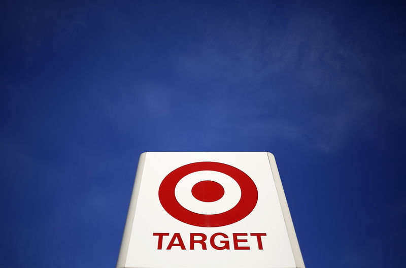 © Reuters. Sign for a Target store is seen in the Chicago suburb of Evanston, Illinois