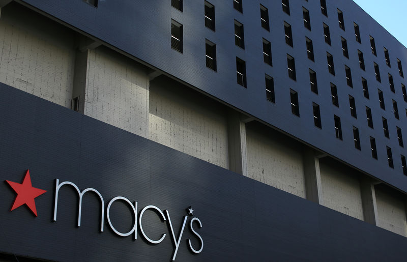 © Reuters. The Macy's logo is pictured on the side of a building in down town Los Angeles
