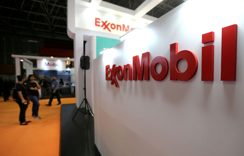 © Reuters. FILE PHOTO: Logo of Exxon Mobil Corp is seen at the Rio Oil and Gas Expo and Conference in Rio de Janeiro