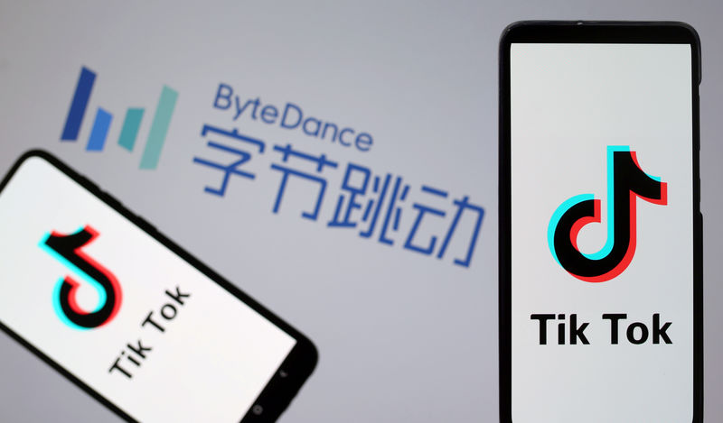 © Reuters. Tik Tok logos are seen on smartphones in front of displayed ByteDance logo in this illustration