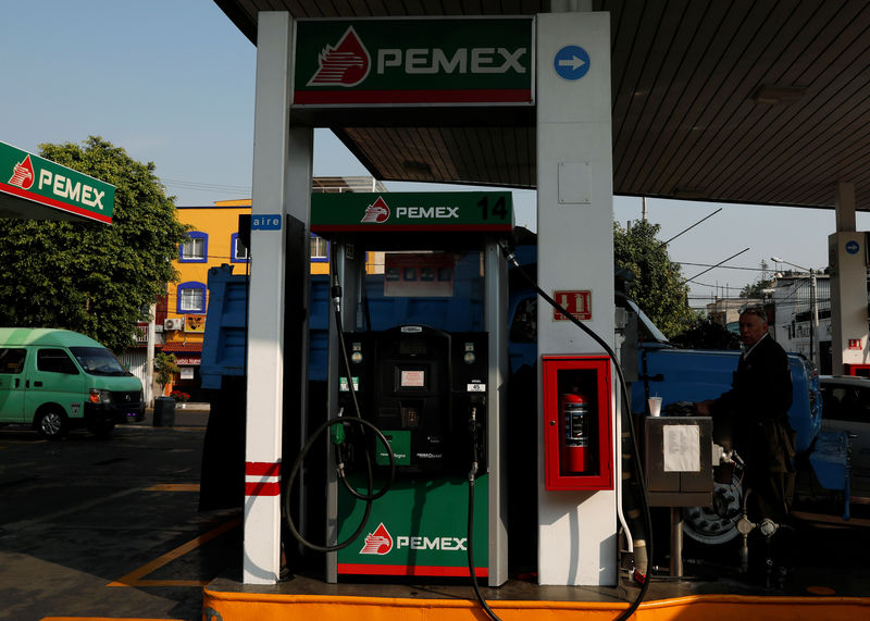 © Reuters. A diesel and fuel pump machine are seen at a gas station, in Mexico City