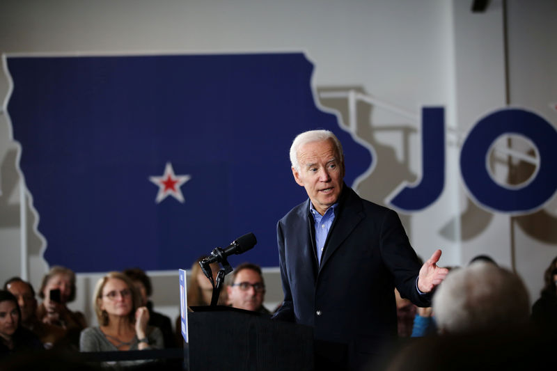 © Reuters. FILE PHOTO: U.S. Democratic presidential candidate Joe Biden holds a community event in Des Moines