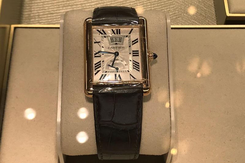 © Reuters. Los artículos de la tienda Cartier están representados en el distrito de Manhattan de la ciudad de Nueva York