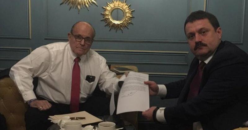 © Reuters. Ukrainian lawmaker Derkach attends a meeting with U.S. lawyer Giuliani in Kiev