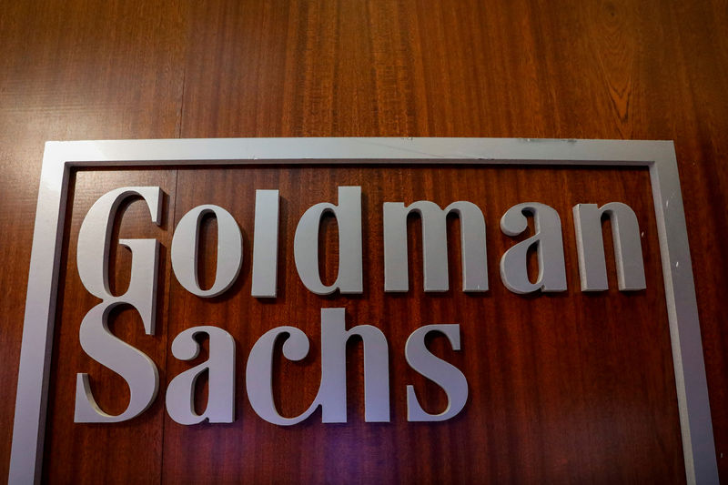 © Reuters. FILE PHOTO: The Goldman Sachs company logo is seen in the company's space on the floor of the NYSE in New York
