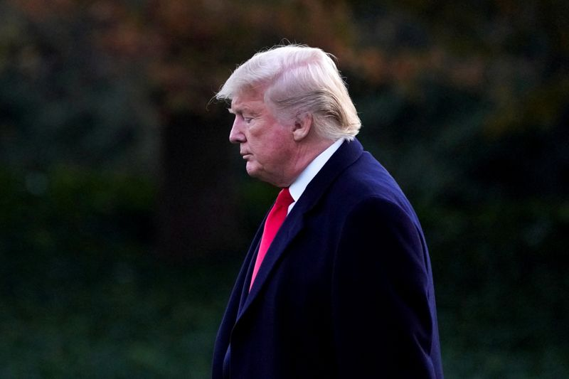© Reuters. FILE PHOTO: U.S. President Trump departs the White House in Washington