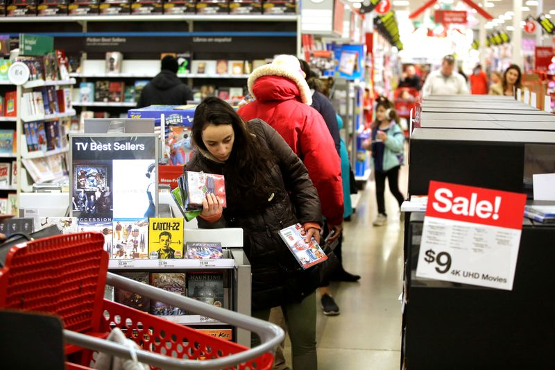 © Reuters. FILE PHOTO: Customers shop during Black Friday sales at a Target store in Chicago