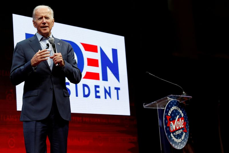 © Reuters. FILE PHOTO: Democratic 2020 U.S. presidential candidate and former U.S. Vice President Joe Biden speaks during the Teamsters Vote 2020 Presidential Forum in Cedar Rapids, Iowa