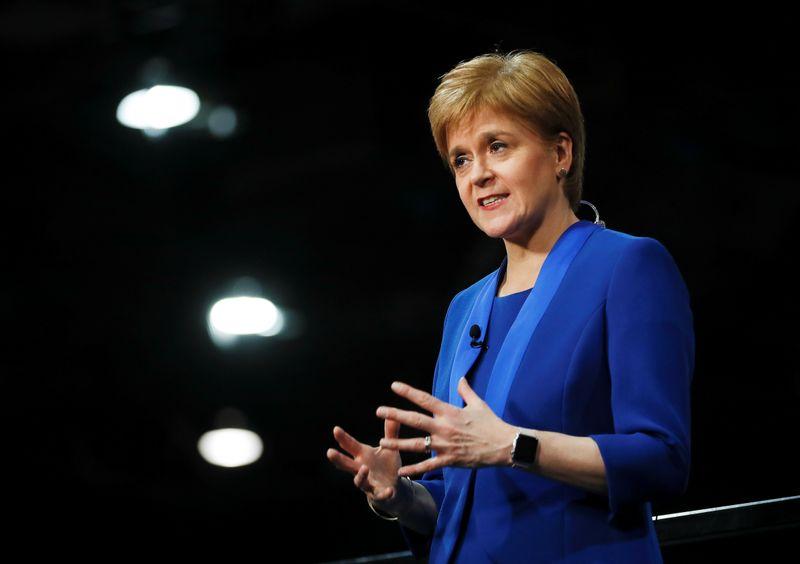 Boris Johnson dice a Sturgeon que no habrá otro referéndum sobre independencia de Escocia