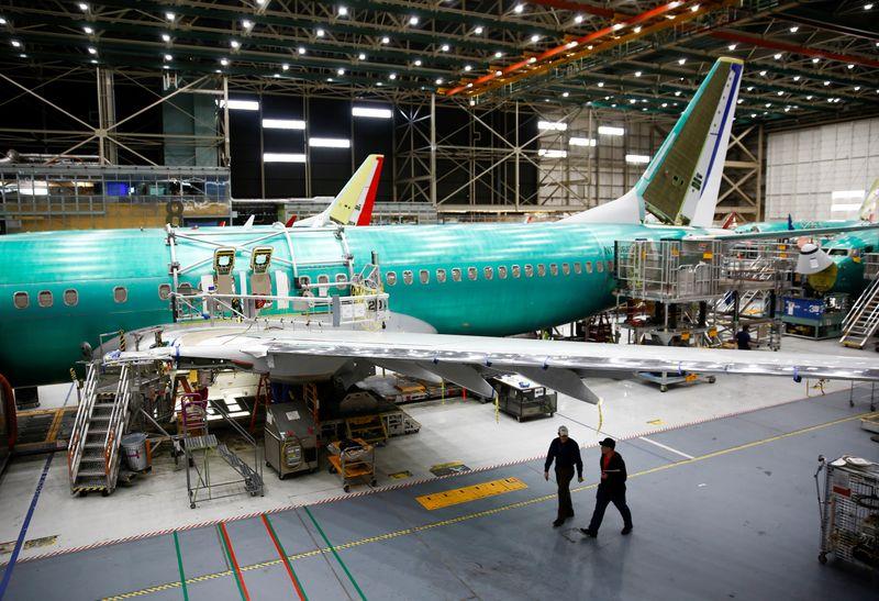 Boeing приостанавливает производство 737 MAX, сигнализируя об углублении кризиса