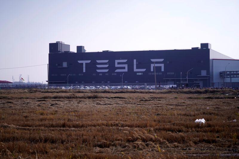Tesla contrata novo empréstimo de US$1,4 bi com bancos chineses para fábrica de Xangai, dizem fontes