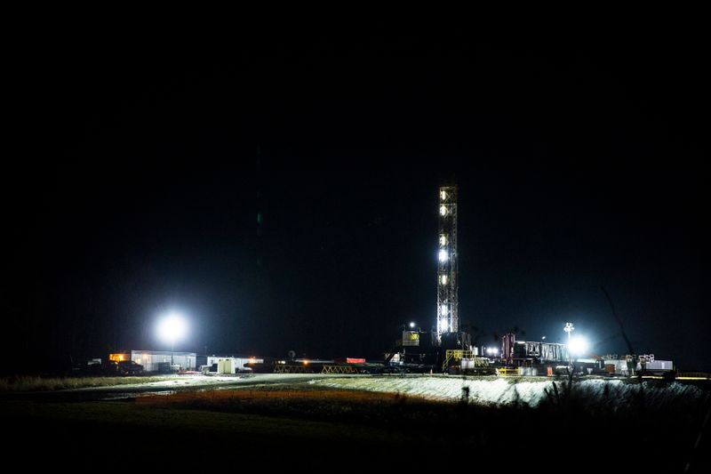 © Reuters. A natural gas rig is pictured in Springfield Township Pennsylvania