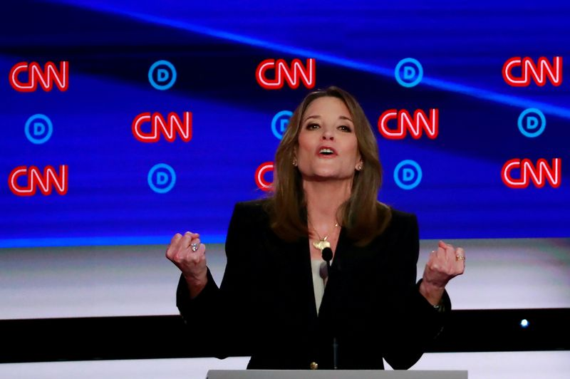 © Reuters. FILE PHOTO: Candidate author Marianne Williamson gestures during the first night of the second 2020 Democratic U.S. presidential debate in Detroit