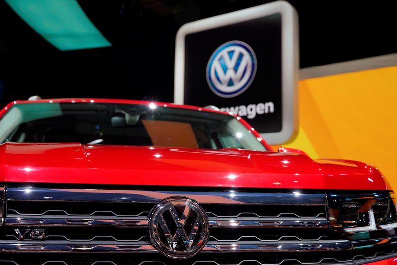 © Reuters. Volkswagen logo is seen on a Teramont X SUV displayed at the second media day for the Shanghai auto show in Shanghai