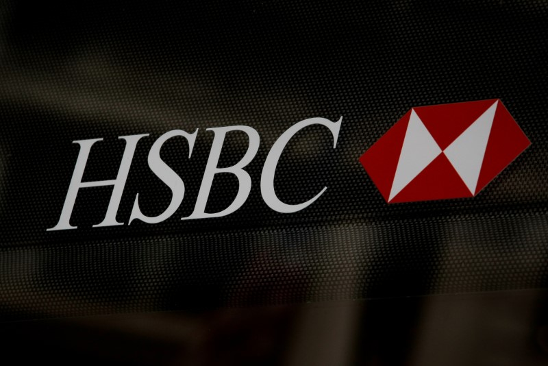 © Reuters. FILE PHOTO: HSBC logo is seen on a branch bank in the financial district in New York