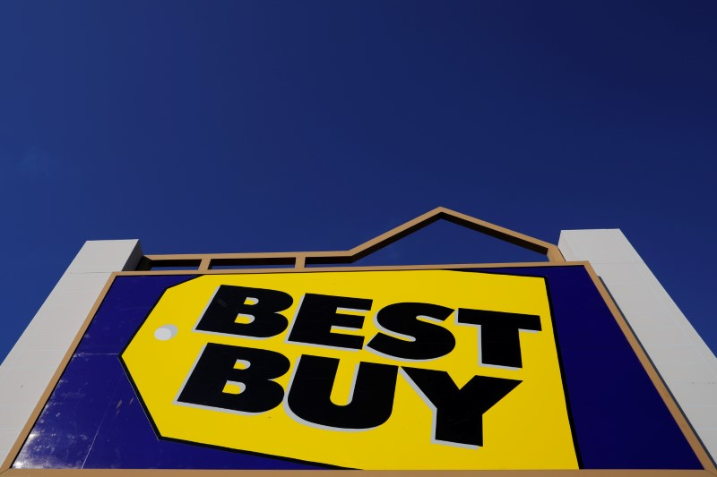 © Reuters. FILE PHOTO: A sign marks a Best Buy store in Salem