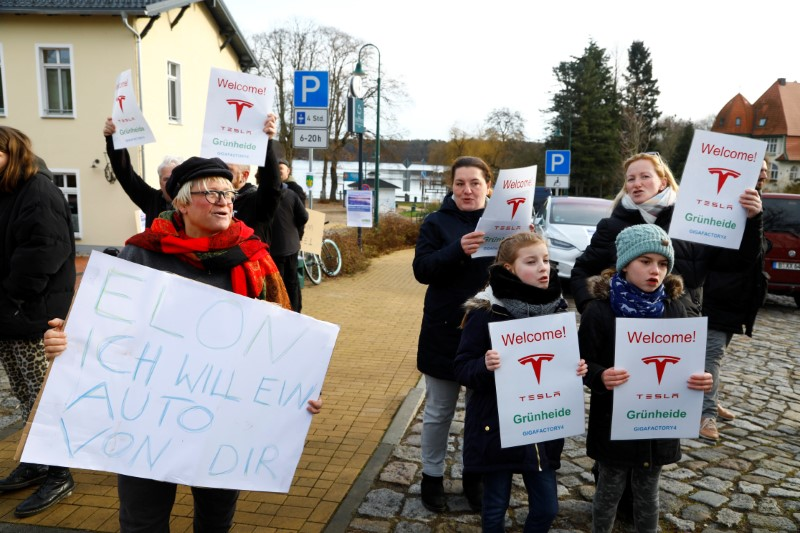 """You're stealing our water"": Germans protest against Tesla g"