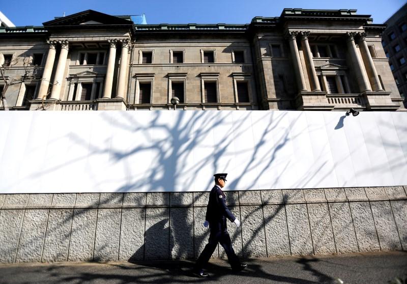 El Banco de Japón entra en modo de espera y eleva previsiones ante menores riesgos mundiales