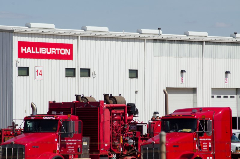 © Reuters. Oil production equipment is seen in a Halliburton yard in Williston
