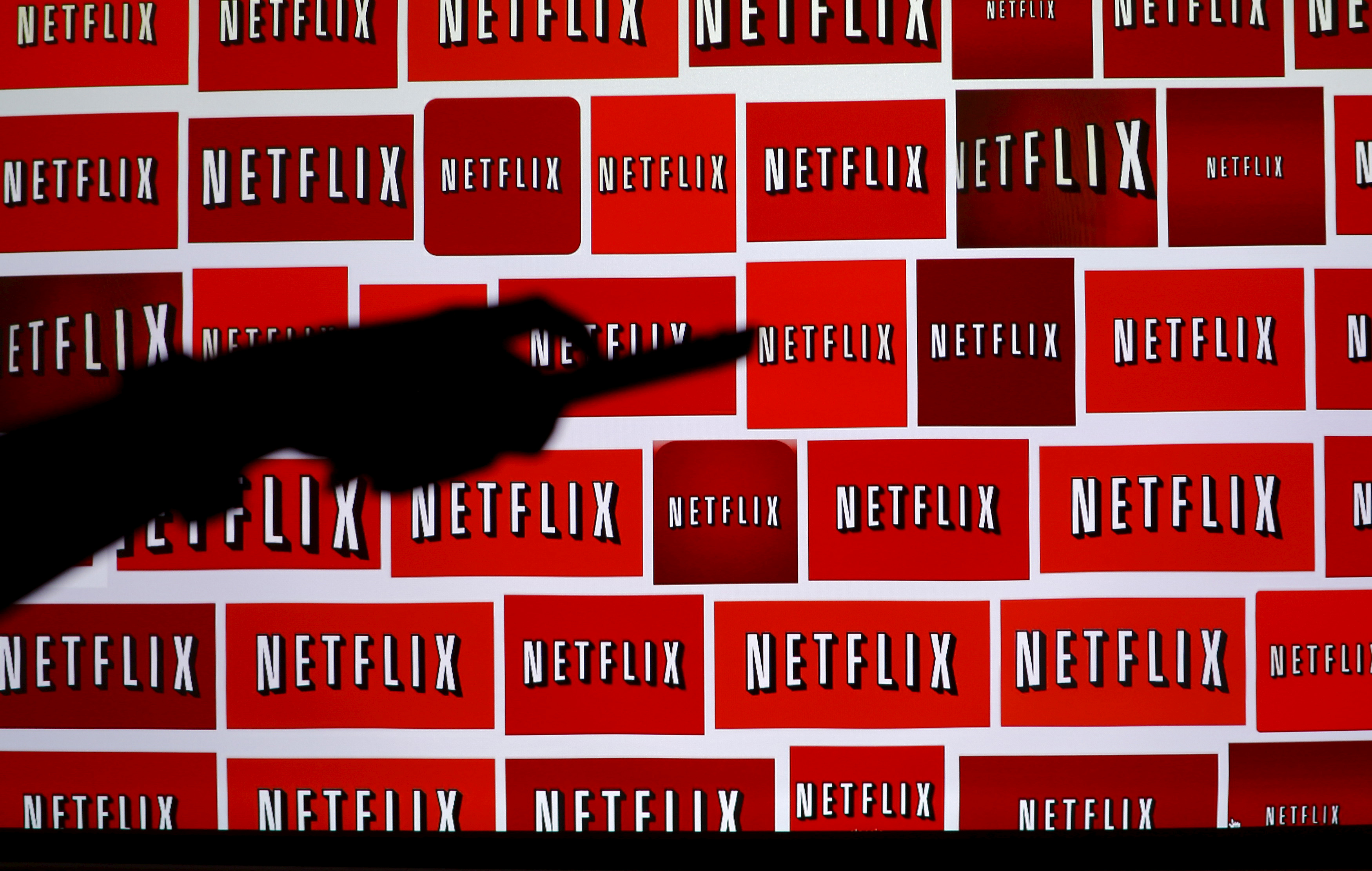 © Reuters. FILE PHOTO: The Netflix logo is shown in this illustration photograph in Encinitas, California