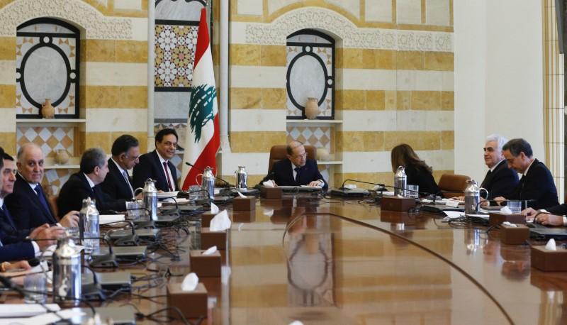 © Reuters. حكومة لبنان الجديدة توازن خياراتها في مواجهة الأزمة الاقتصادية