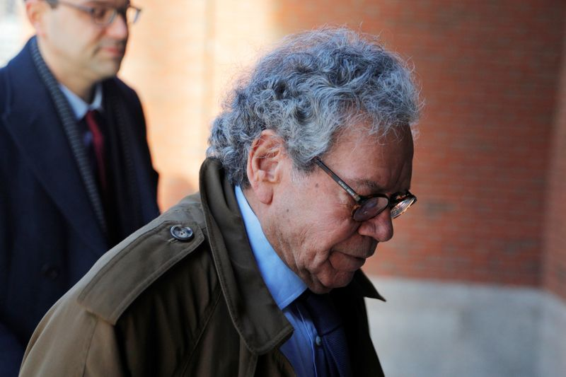 © Reuters. John Kapoor arrives at the federal courthouse in Boston