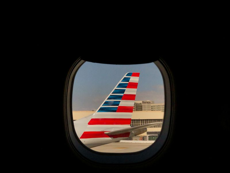 © Reuters. An American Airlines airplane sits on the tarmac at LAX in Los Angeles