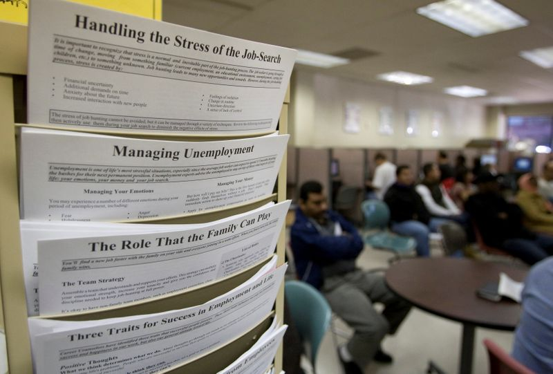 © Reuters. FILE PHOTO: People wait for assistance at the Virginia Employment Commission office in Alexandria