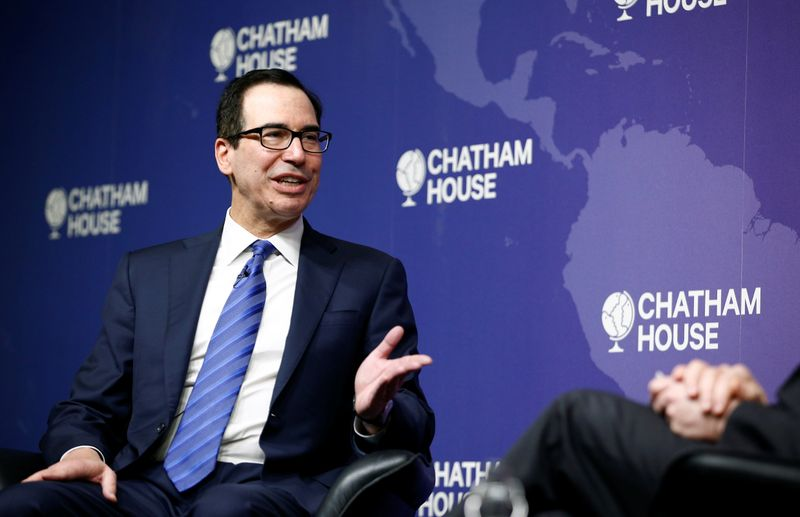 © Reuters. U.S. Treasury Secretary Steven Mnuchin speaks at Chatham House in London