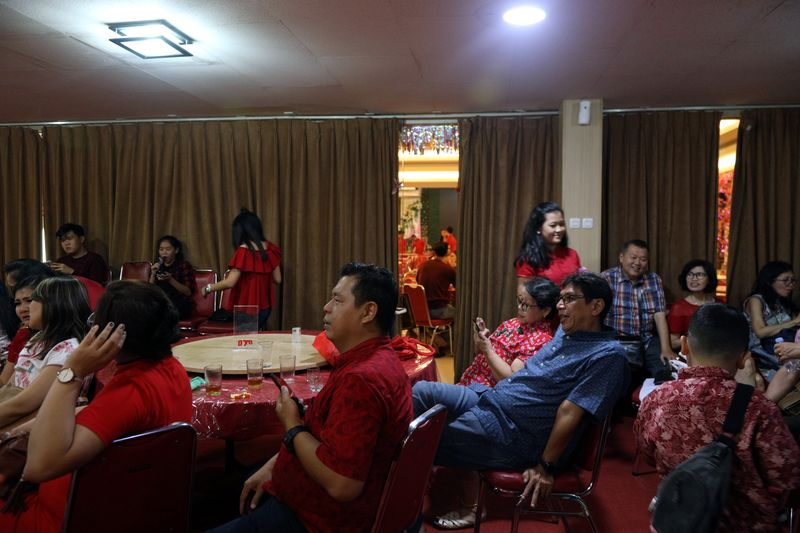© Reuters. Family attends Chinese Lunar New Year dinner at restaurant in Jakarta