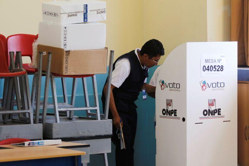 Peruvians elect fractured Congress to replace opposition-led legislatu