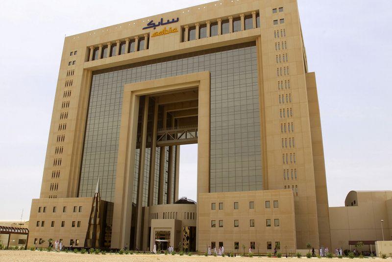© Reuters. FILE PHOTO: The headquarters of Saudi Basic Industries Corp (SABIC) is seen in Riyadh, Saudi Arabia