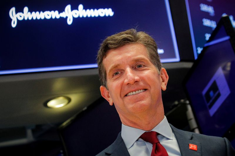 © Reuters. FILE PHOTO: Alex Gorsky, Chairman and CEO of Johnson & Johnson, celebrates the 75th anniversary of his company's listing on the floor at the NYSE in New York