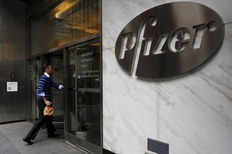 © Reuters. FILE PHOTO: A man enters the employee entrance of the Pfizer World Headquarters building in New York